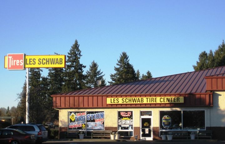 Les Schwab owns 492 stores in 10 states, with more than 7,000 employees and $1.8 billion annual revenue. - Photo of a Les Schwab Tire Center courtesy of M.O. Stevens, Wiki Commons