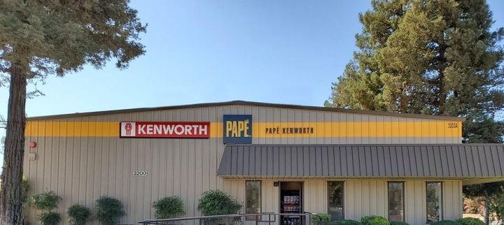 Papé Kenworth – Turlock features a 5,000 square-foot service department equipped with five service bays.
