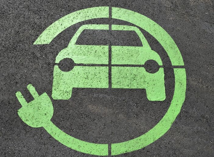 This partnership aims to help fleets interested in expanding their EV footprint. - Photo via Pixabay