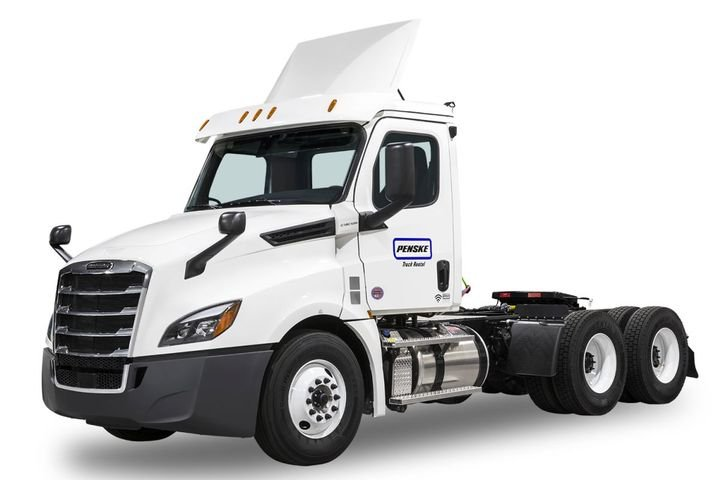 Business owners looking for an affordable lease option can choose from 16-foot light-duty, 26-foot medium-duty, and tandem-axle day cab and sleeper tractor options with low mileage. - Photo: Penske
