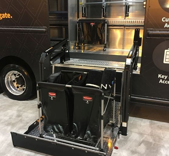 The curbside liftgate allows drivers to load and unload cargo easily.