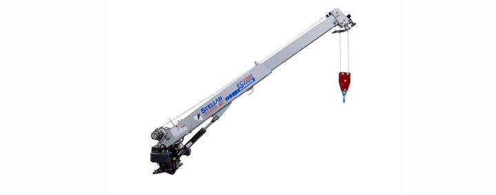 The compact Stellar EC3200 Aluminum Telescopic Crane weighs just 500 pounds, which is 230 pounds less than the steel version of the EC3200.