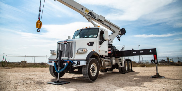 The AC30-53T features a 6,000-pound maximum lift capacity.