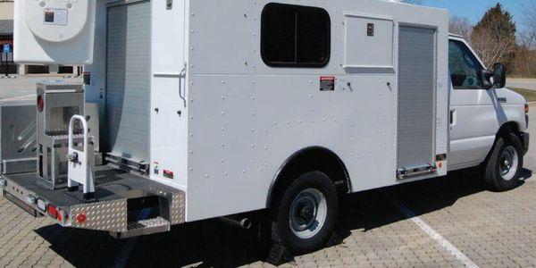 对于AT A召回,Altec将通知车主,经销商将在车辆上方安装防护套件。