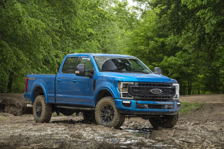 The 2020 Super Duty Tremor features selectable drive modes and a set of 35-inch Goodyear Wrangler Duratec max-traction tires. 