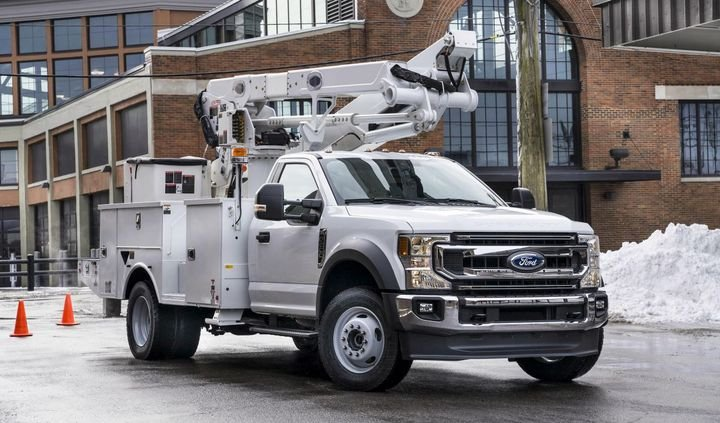With Ford's class-exclusive choice of gasoline or diesel powertrains and 4x2 or 4x4 drivetrains, F-600 lets fleets spec the truck they want instead of settling for one that's available.