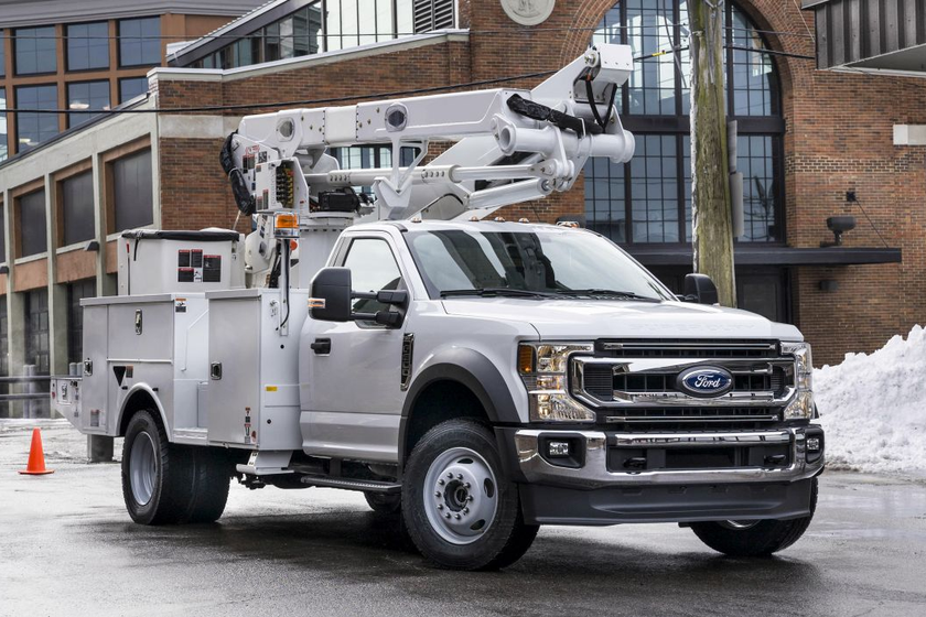 With Ford's class-exclusive choice of gasoline or diesel powertrains and 4x2 or 4x4 drivetrains,...