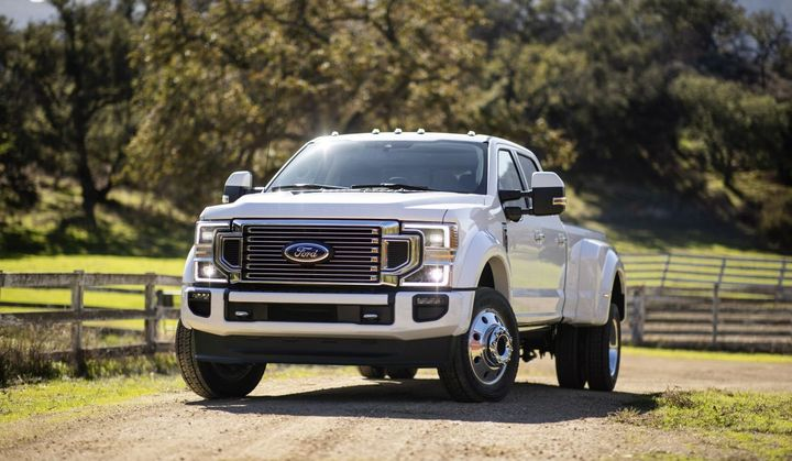 For 2020, maximum towing capacity increases across all Super Duty pickup series – F-250, F-350, and F-450 – versus the outgoing model.