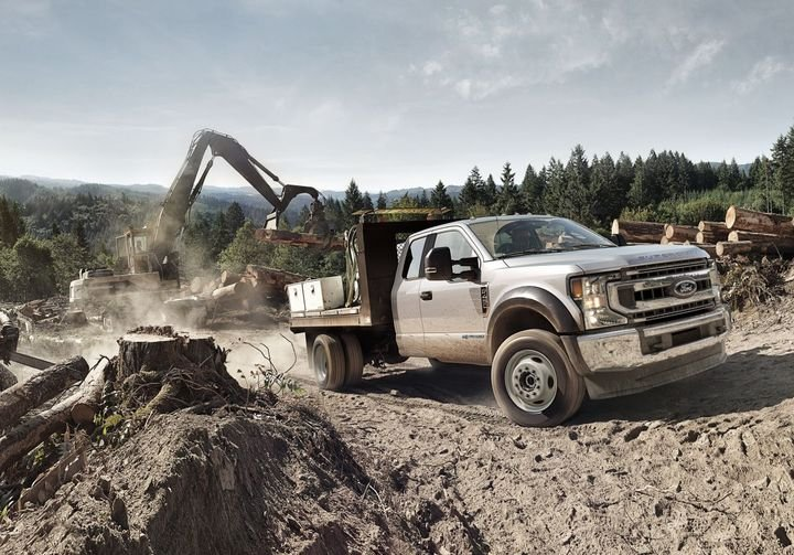 The all-new available 7.3LV-8 is the biggest displacement gas engine in the class and delivers dyno-certified 350 hp at 3,900 rpm and best-in-class 468 ft.-lb. of torque at 3,900 rpm. - Photo: Ford Motor Co.