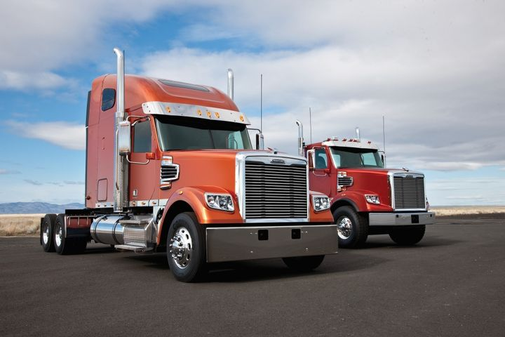 Freightliner trucks that qualify for the OOIDA member discount include the 122SD.  - Photo courtesy of Freightliner