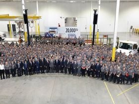 Hino Delivers 20,000th Truck to Penske
