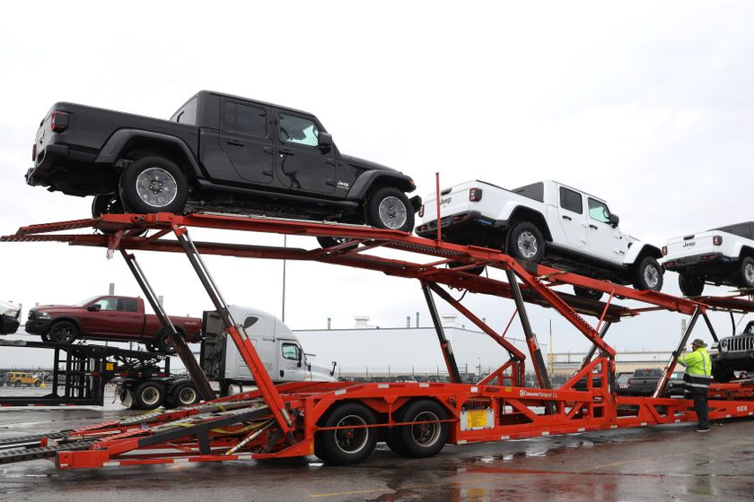Jeep Gladiator Heads to Dealers