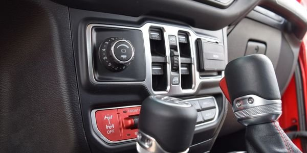 Independent from the truck's brakes, the additional trailer brake control allows for greater...