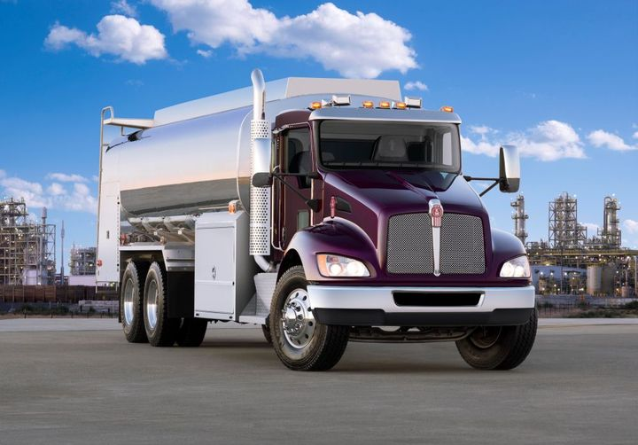 The Class 7 T370 offers a GVW range from 26,001 to 66,000 pounds as a straight truck or tractor. - Photo: Kenworth