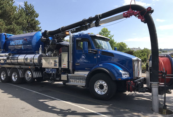 To keep storm drains clear of debris, the City of Kirkland utilizes Kenworth T880s, equipped with Vactor2100i series combination sewer cleaner and vacuum tanks.  - Photo: Kenworth
