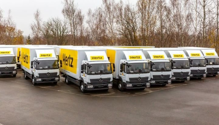 The Mercedes Benz Atego proves its worth in continuous operation at Hertz. This year alone, Hertz has added a total of 542 of the vehicles to its fleet.