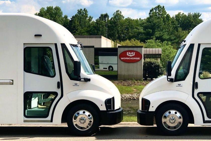 在C-1000驮马电动车提供1,000个立方英尺的载货空间,在重...