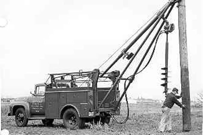 挖掘机井架流行,机器的批量生产在上半年开始了。