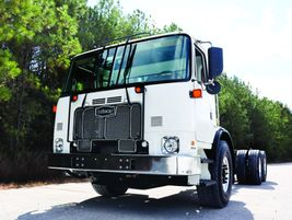 Autocar ACX Cabover: Ideal vocations for the Autocar ACX Cabover include refuse and recycling...