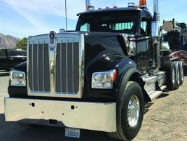 Kenworth W990: The ideal vocational application for the W990 is heavy haul.