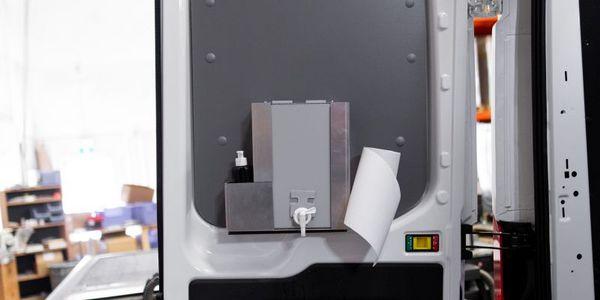Clean Caddy可以安装在车辆中的任何位置,以方便检修