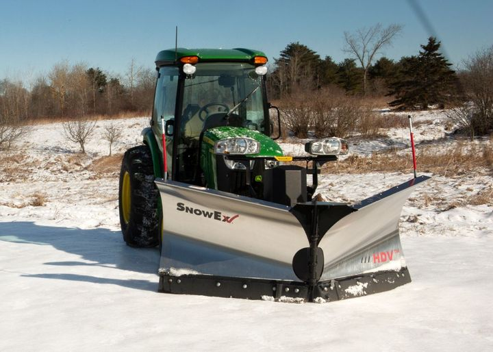 A removable push beam allows simple installation and removal of the attachment kit. - Photo: SnowEx