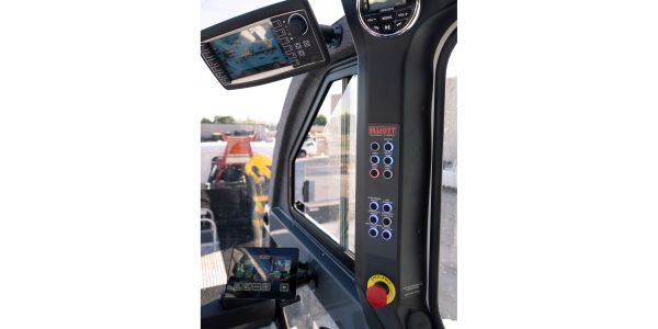 The new crane cab tilts up to 20 degrees for enhanced visibility of the load line.