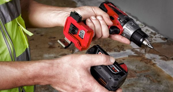 ONE-KEY Asset ID Tags allow users to easily manage their tool and equipment inventories. - Photo: Milwaukee Tool