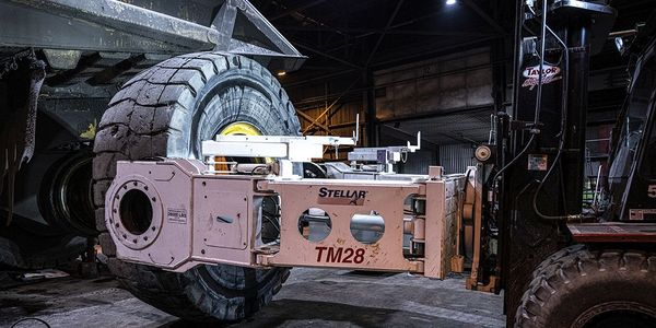 The Stellar TM28 Tire Manipulator is ideal for larger tires needed heavier-duty lifting power.