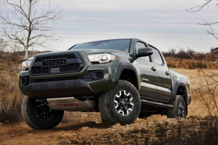 The lift kit provides Tacoma V6 4×4 models with two-inch front lift and one-inch rear lift. - Photo: Toyota