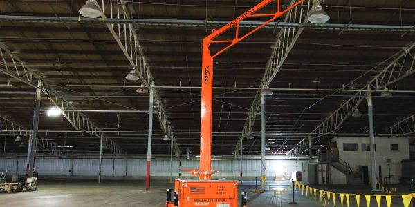 The mobile fall protection system offers a 360-degree rotatable arm with an overhead anchor point.