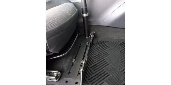 The Universal Adjustable Seat Base can be utilized by both left and right hand drivers.