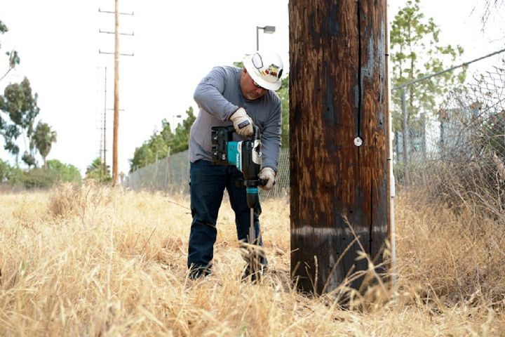 Makita cordless technology gives linesmen and utility installers increased efficiency with lower noise and zero emissions. - Photo: Makita