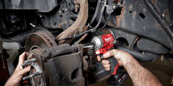 Milwaukee Offers First Cordless Stubby Impact Wrench