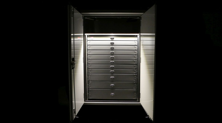 Whether working in dark conditions or just need better visualization of tools, the new Drawer LightBar will be a great addition to current and future drawer systems.