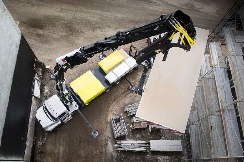 The 42684 offers the highest capacity in IMT's line of hydraulic loader cranes.