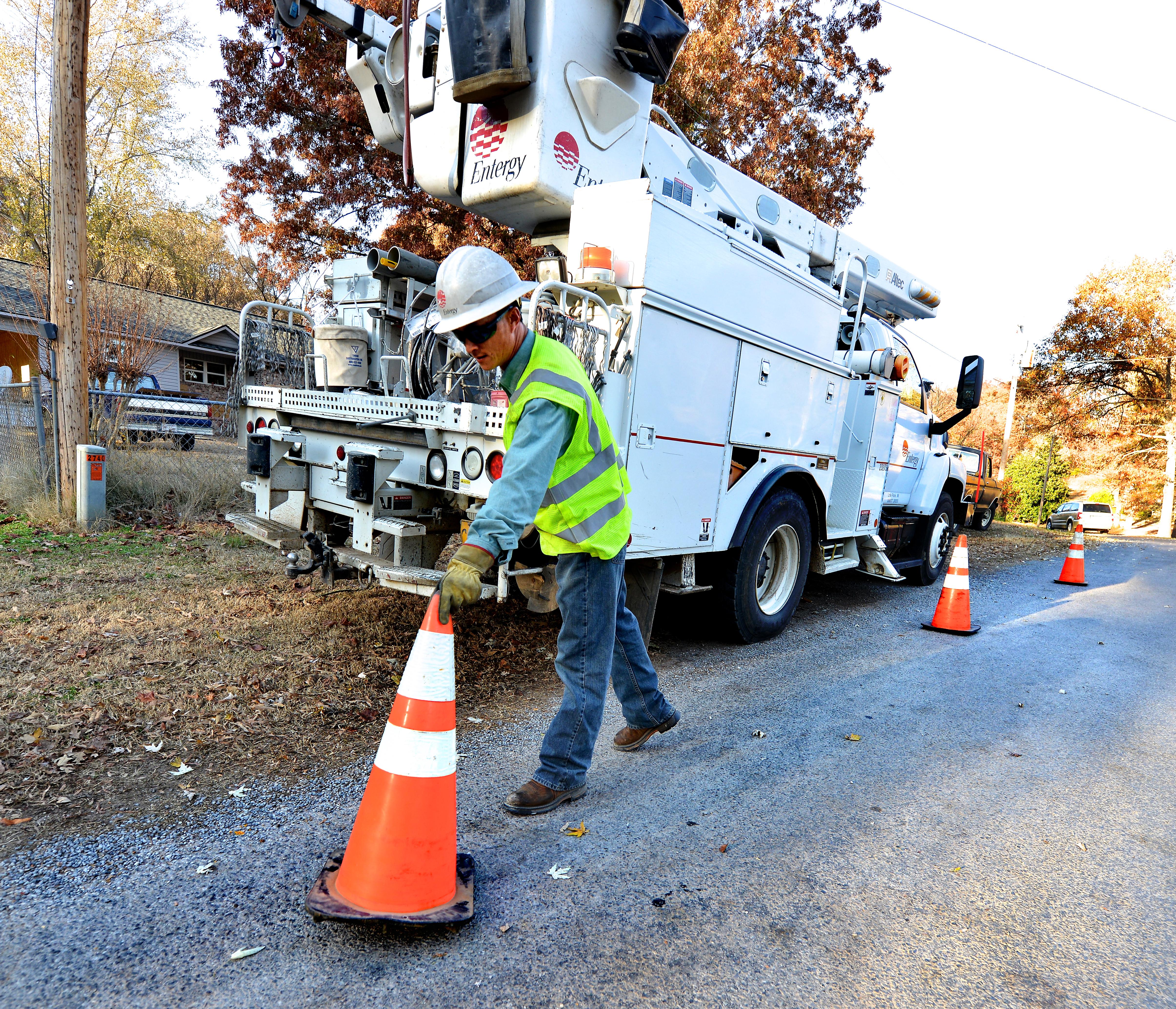 Aerial Device Safety Dos And Donts Utility Fleet Work Truck Online Versalift Bucket Wiring Diagram