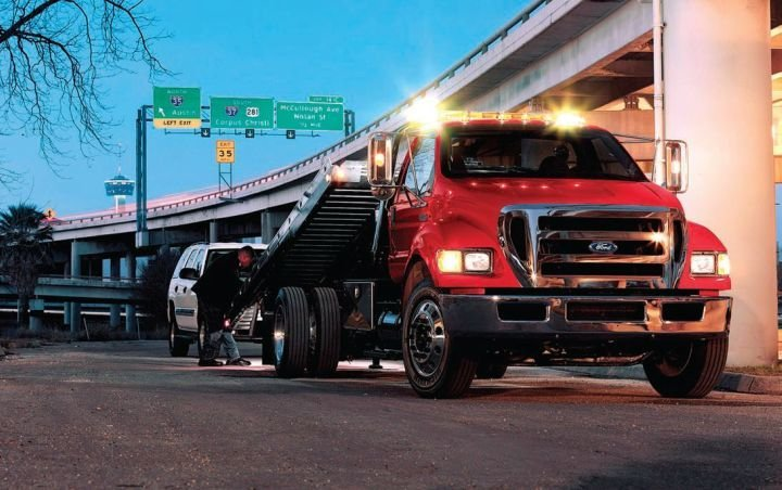 If the GVW is rated below 26,000 lbs., the driver does not need a commercial driver's license.  - Photo courtesy of Ford