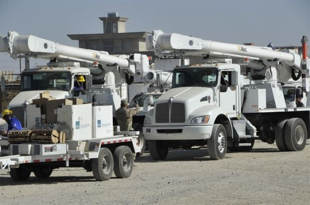 Photo of utility fleet trucks courtesy of Wikimedia/USCAE-TAS -
