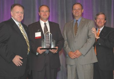 Kenworth Receives FedEx Freight Outstanding Performance Award