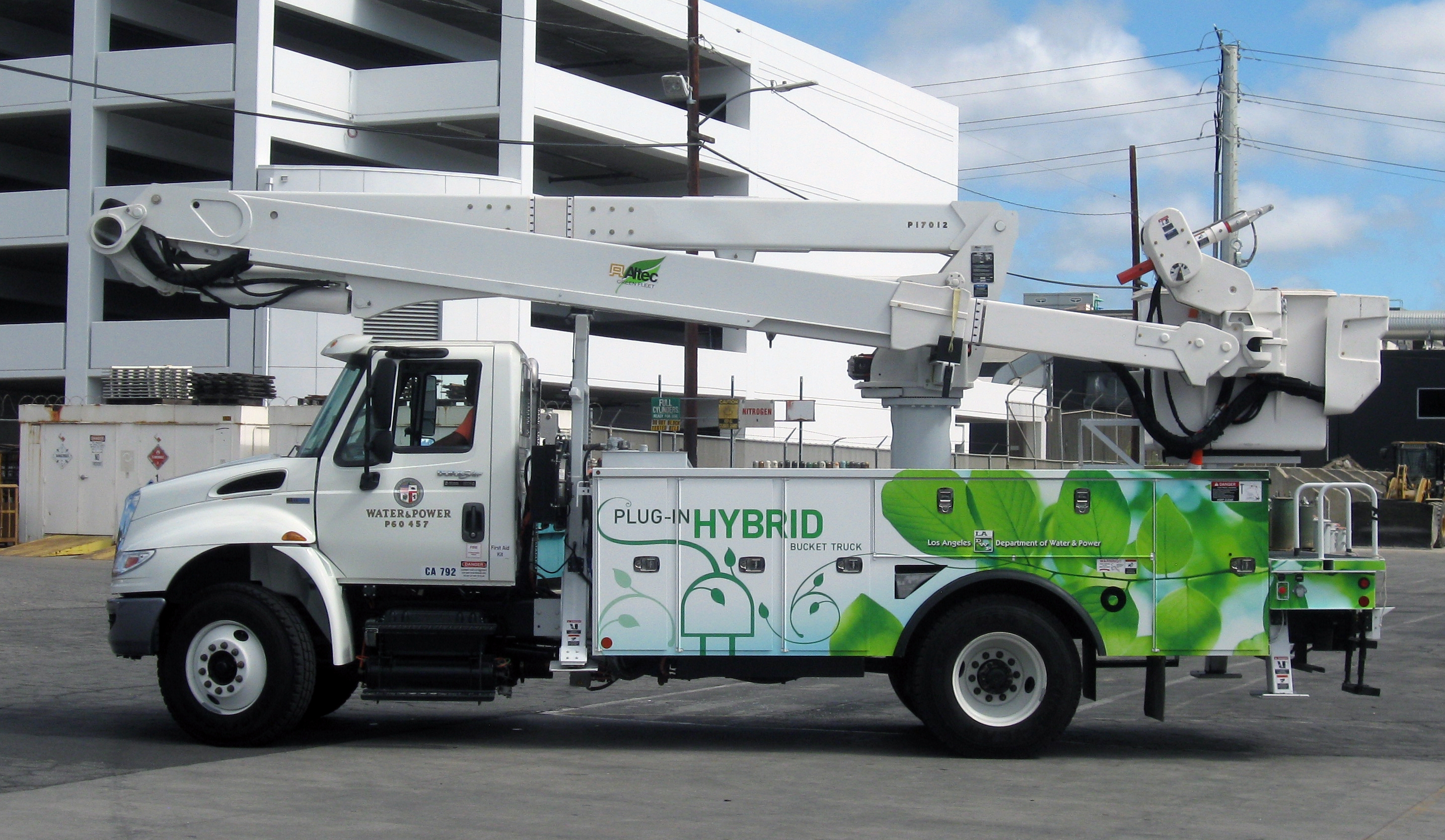 LA Utility Rolls Out Its First Plug-In Electric Bucket Truck