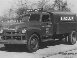 In 1948, another fuel and oil hauler was Sinclair, who used this Chevrolet truck with upfit body...
